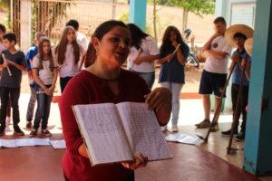 Solage, Educadora da Escola Estadual Pio X, socializando os caminhos de resistência pela Educação do Campo em São Jorge D'oeste