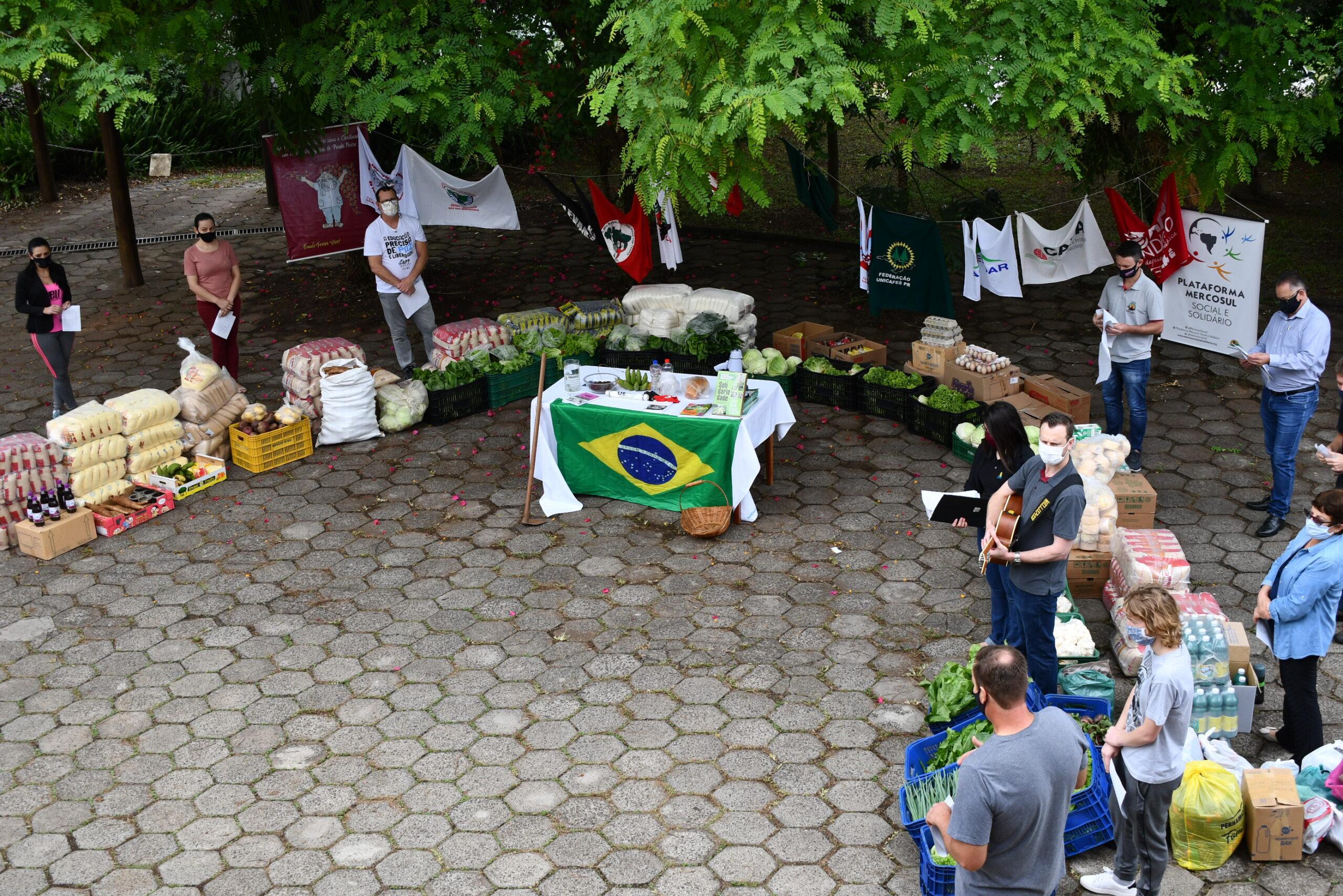 Organizações populares do campo e da cidade entregam alimentos para crianças e adolescentes de Francisco Beltrão